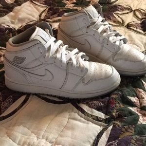 "Air Jordan 1 Retro Mid GS ""White Wolf Grey"""